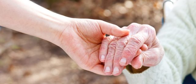 """""""Wędrowanie"""" – trudny problem w opiece nad osobą żyjącą z demencją"""