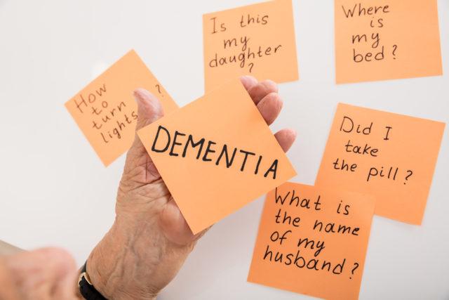 Demencja z powodu choroby Alzheimera jak rozpoznać chorobę?