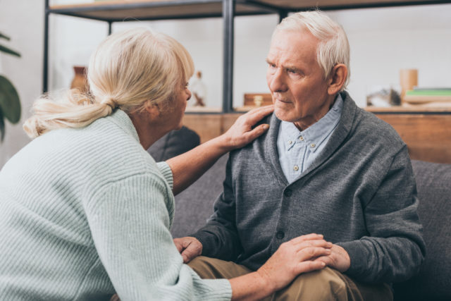 Dlaczego opieka w demencji jest trudna, dlaczego ludzie z demencją robią to, co robią i dlaczego tak ważny jest dobrze przygotowany Opiekun?