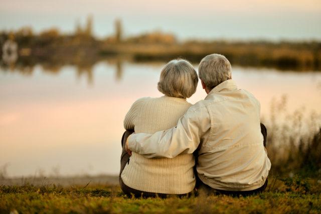 Relacje z bliską osobą, która zmaga się z demencją.
